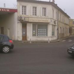 Avant ravalement, la façade est peinte.
