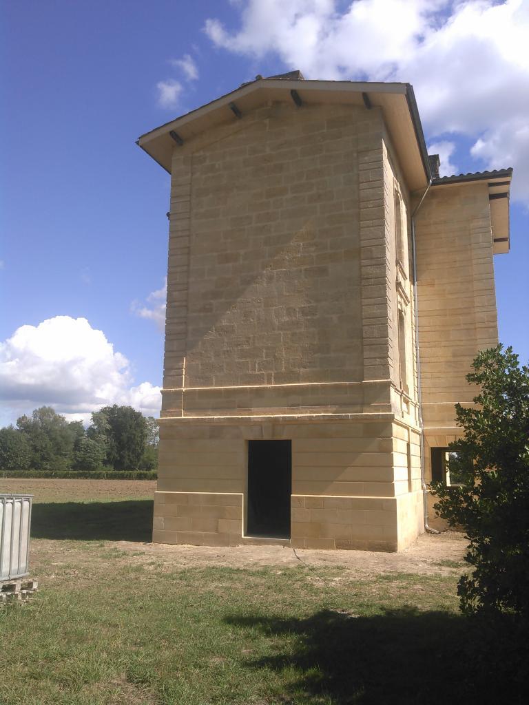 Façade gauche sur Sainte terre Bâtisse fin XIXéme siècle