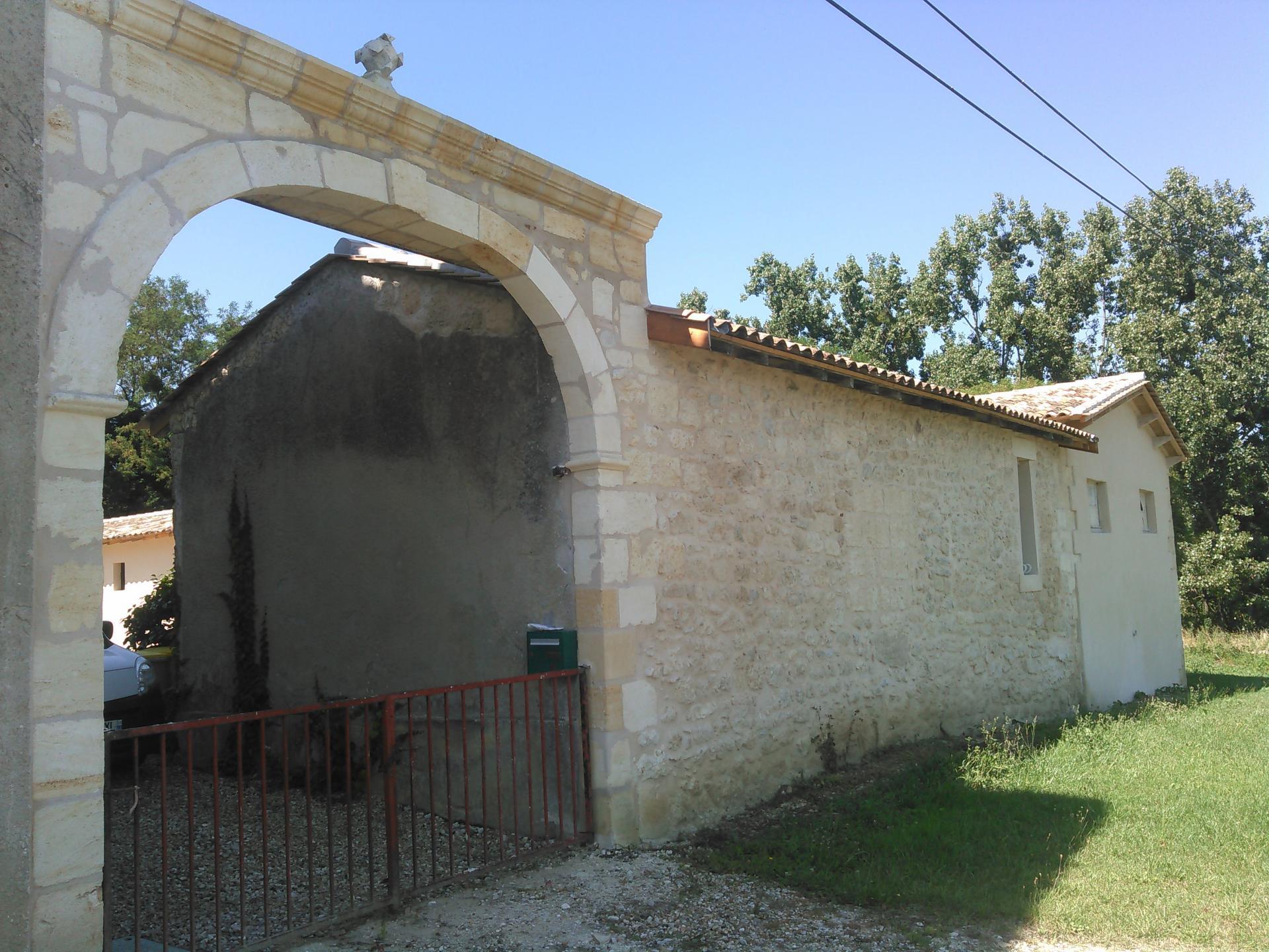 Ravalement du porche en pierre de taille